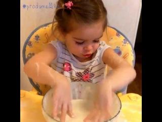 Неньютоновская жидкость - эксперимент для детей и взрослых просто смешиваем воду с крахмалом в пропорции 12