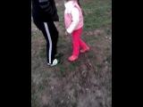 Девочка(Карина,6 лет, занимается теквандо) мочила мальчика( Никита, 11 лет)
