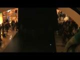 Случай в торговом центре. Невероятный танец с неоновой подсветкой. Супер.