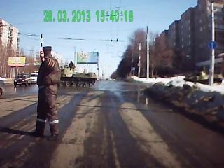 Танк Врезался в Столб- Аварии на Видеорегистратор (2013).