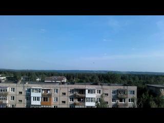 Вид с моего балкона. Самолет набрал воду в Оке и полетел тушить пожар