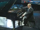 В.Путин сыграл на пианино,эпик фейл
