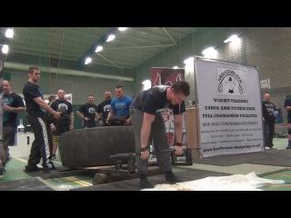 Стронгмен блюет во время становой тяги