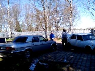 работники Администрации Новгородского района на субботнике в Новоселицах