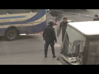 Беркут несет человека без головы 18.02.2014