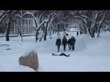 Купание в фонтане зимой