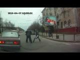Нападение автолюбителей на пешеходном переходе на переходящих улицу