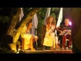 Юлия Коган и уличные музыканты на острове Боракай(Филиппины)