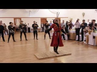 Кавказские танцы с ножами
