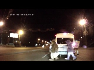 На водителя легкового фургона напали Лунтик, Микки Маус, Белка и Спанч Боб