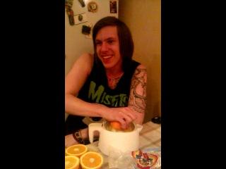 Как надо рвать целку апельсину