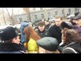 корреспондент канала СТБ была поймана на попытке дать взятку прохожему