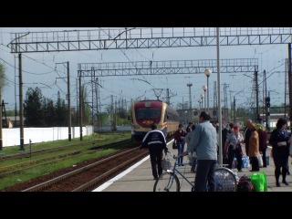 ЭПЛ2Т-019 прибывает на ст.Палоград 1 , с пригородным поездом Лозовая- Нижне-днепровский узел