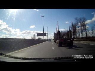 Киевское шоссе. Рабочие ( дебилы ) забыли убрать ограждения.После нас там были аварии целый день
