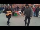 Два продвинутых бомжа танцуют блюз в Мариуполе