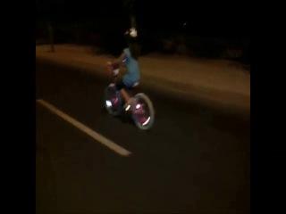 Велосипедистам и байкерам! Светодиодные колпачки на нипель колеса!