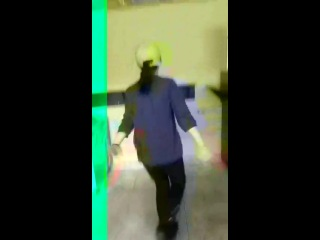 Девушка донера танцует классно!!