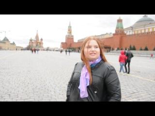 Две идиотки на Красной площади.
