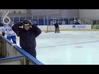 путин надевает шлем (6 sec)