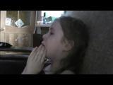 девочка прощается с мишкой из сочи смешно!