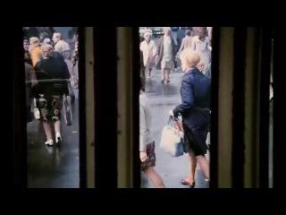 Нас в набитых трамваях качает  - песня из кф Служебный роман