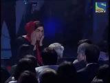 FilmFare Awards (2011) - Ранбир и Имран пародия на Ритика и Айшварию.