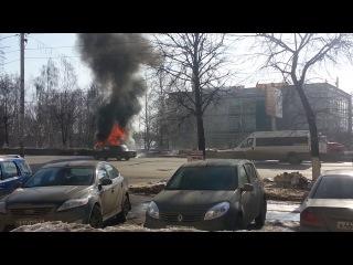 В центре Ульяновска загорелась и взорвалась машина скорой помощи.