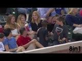 Мальчик на бейсболе ловит мяч и дарит его незнакомой девушке / Young Fan Does Foul Ball Switch | Boy Gives Girl Wrong Foul Ball | Smooth Kid Pulls Foul Ball Switch