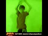 как я танцую в клубе с пацанами