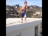 покерист Дэн Билзерян скинул с крыши порнозвезду в бассейн