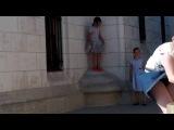 Ветер, задирающий юбки в Нотрдаме