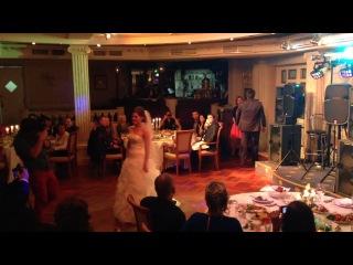 Первый танец и замечательный, офигенный и просто самый лучший ведущий Стас Праздников vk.com/prazdnikof