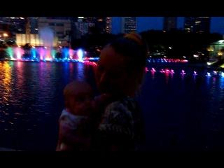 Танцующие фонтаны. Танцующие мы :) Башни Петронас. Куала-Лумпур.