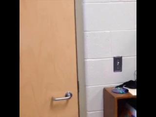 Когда учитель выходит из класса