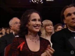 Дайан Уист получает Оскар за лучшую женскую роль второго плана в фильме