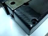 Клапанная крышка покрыта углеволокном (карбон)