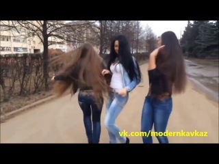 Красивые Девушки танцуют на улицах города :)