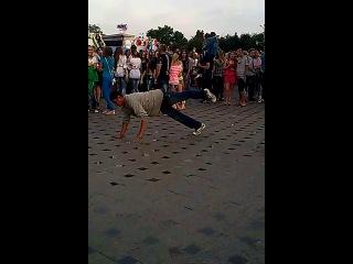 На дне города в Бердичеве танцующего бомжа засняла:-D :-D :-D :-D