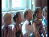 Лере 5 лет. Поет песню на празднике осени в детском саду.
