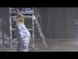 Sia - Chandelier 9 июня 2014 (Lena Dunham из сериала HBO Girls танцует)