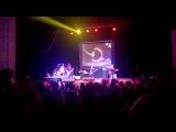 Бутусов на концерте исполняет песню В.Цоя