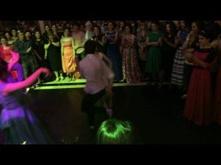 Алишка и Малика от души станцевали | Лезгинка | Выпускной вечер 2 школы г.Каспийск 2014 год