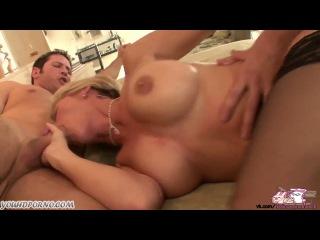 Порно трахают дредью