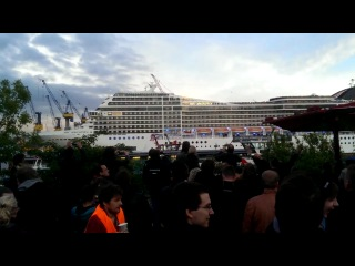 Корабль исполняет The White Stripes – Seven Nation