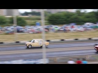 2 Класс Стрит :: заезд за 3 место - ВАЗ 2101 #018 и BMW323 #020, победитель BMW323 #020 - 3 место