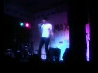 Никита поёт