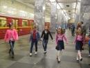 Спонтанный флеш-моб в метро. Сокольники. Девчонки зажигают. MVI_9054.AVI