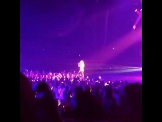 Бритни Спирс поёт «Perfume» под фонограмму с вокалом Сии