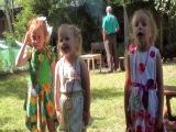 Маше 5 лет. Песенка про елочку. 29 июля 2013 года