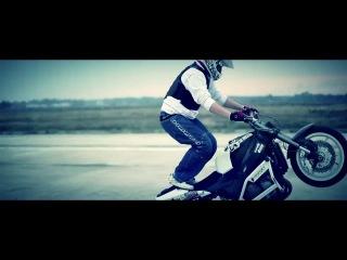 В Двух шагах (Алеся Висич и EDDY) - Нежно шепотом (клип) (VDVUHSHAGAH.RU)